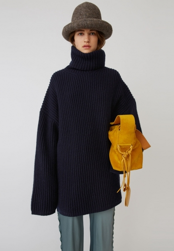 Oversize solid color ribbed turtleneck sweater